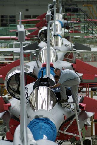 "Guerra nos Céus: França propõe plataforma industrial ao Brasil se comprar caça ""Rafale"""
